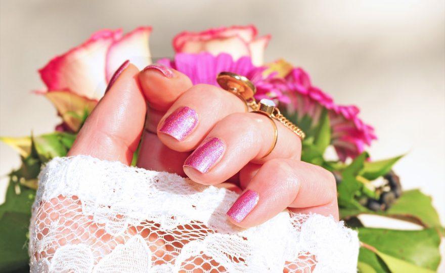 rozowe-paznokcie